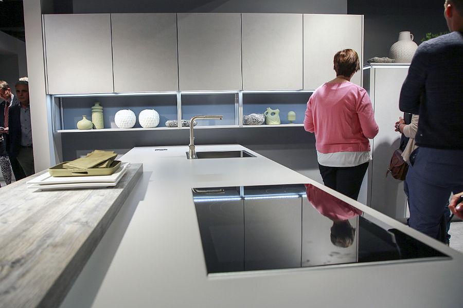 Durch die nobilia Röhre: Küchenplaner-Magazin