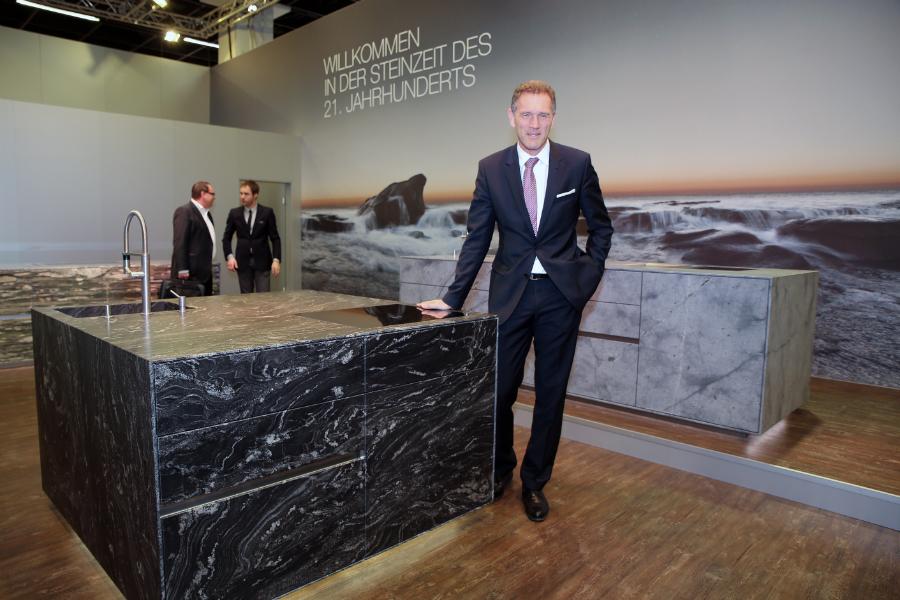 Luxus-Insel komplett aus Stein: Küchenplaner-Magazin