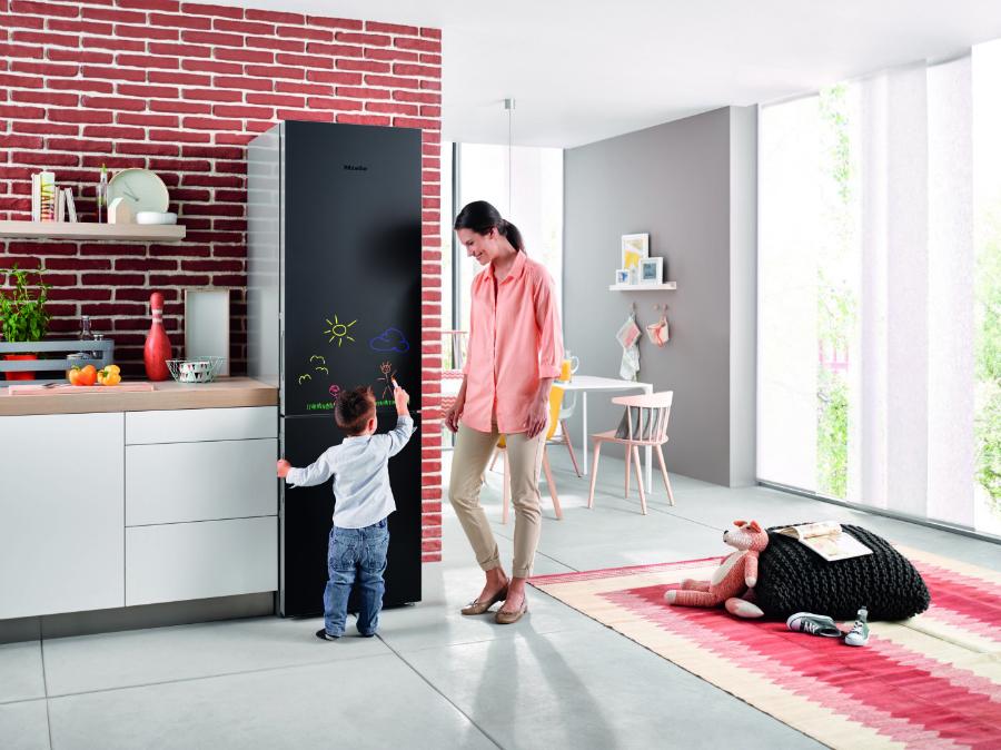 Kühlschrank als Memoboard: Küchenplaner-Magazin