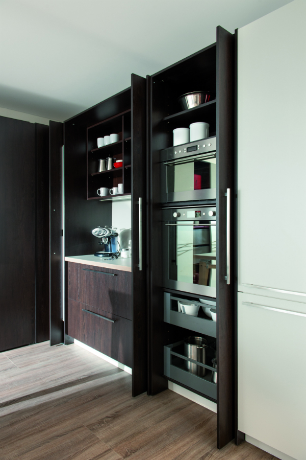 komplett hinter geschlossenen fronten k chenplaner magazin. Black Bedroom Furniture Sets. Home Design Ideas