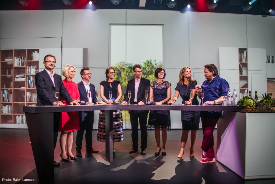 Starkoch, Moderatorin und Mitglieder der Eigent?merfamilien (Foto von ...