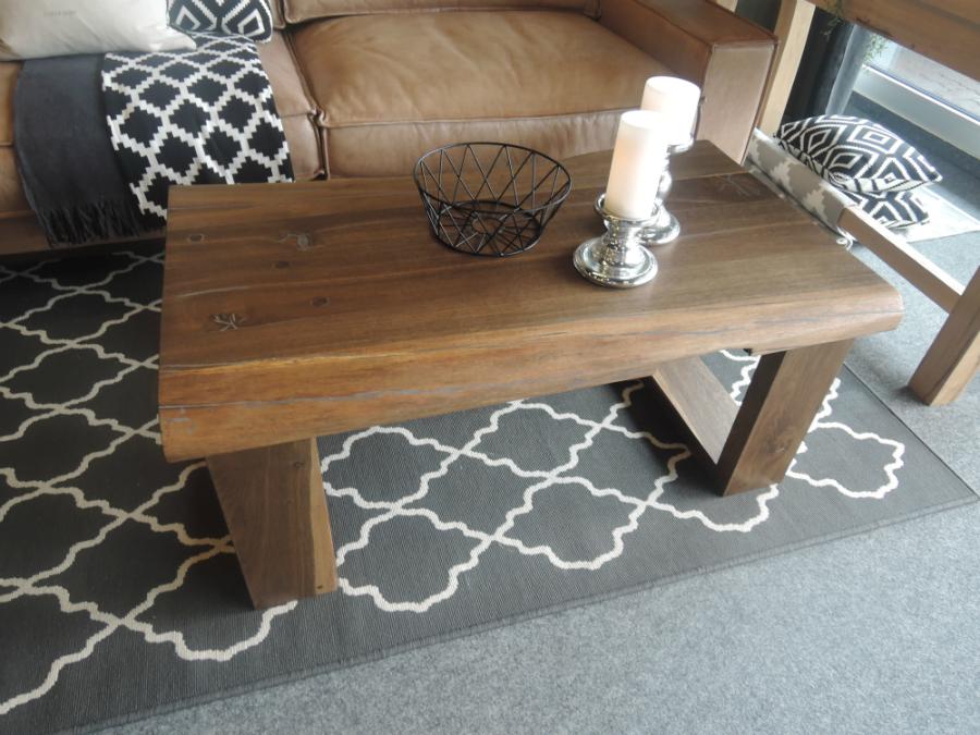 m bel aus uraltem eichenholz mit geschichte k chenplaner magazin. Black Bedroom Furniture Sets. Home Design Ideas