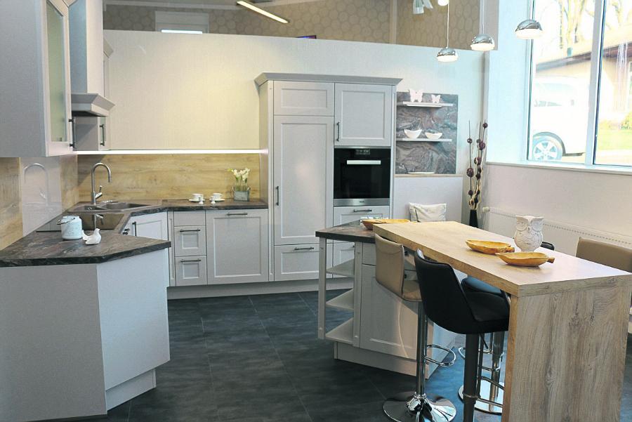 Alles neu auf 510 qm ausstellungsfläche gezeigt werden 18 musterküchen foto küchentreff julian klagholz
