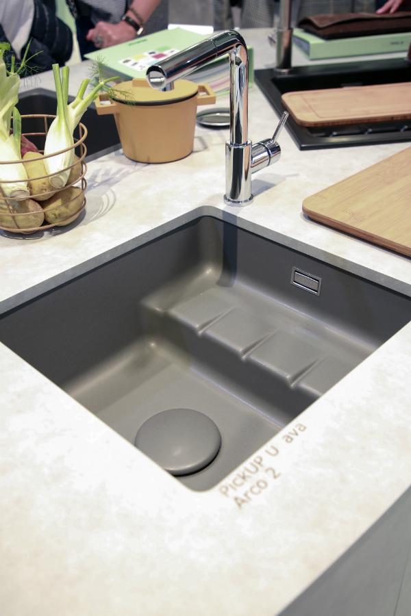 Die erste Keramik-Spüle mit Stufe: Küchenplaner-Magazin
