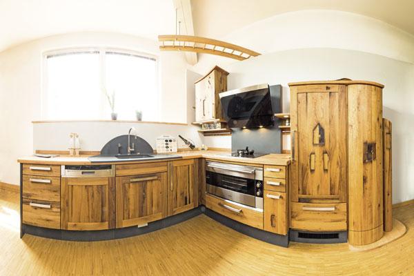 Altholz tut der Seele gut: Küchenplaner-Magazin